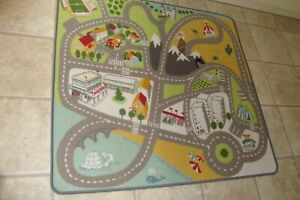 CHILDS PLAY MAT WITH ROADS ETC  (383)