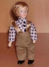Puppe-Junge: Jens mit brauner Hose+Halter,Miniatur 1:12,Puppenhaus/Puppenstube