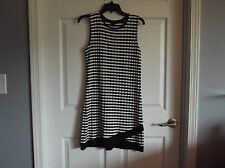 EUC Dorothy Perkins womens 10 dress. black & white sleeveless. great for summer