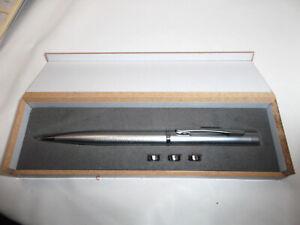 Metall Kugelschreiber - mit Laserpointer und Licht in Holzkasten