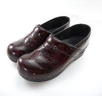 Sanita Sz 40 EU Women's US 9 - 9.5 Clogs Red Black Patent Leather Snake Print