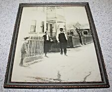 VINTAGE PICTURE FRAME W/MOTHER ,FATHER & CHILD