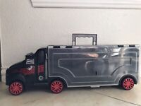Used SEMI TRUCK STORAGE CARRYING CASE With Handle Holds 28+ Hot wheels Toy Cars