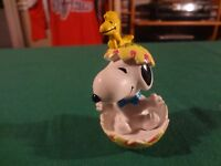 VINTAGE PEANUTS SNOOPY AND WOODSTOCK EASTER EGG TOY
