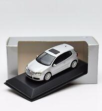 VW Golf 5 V r32 3.2 V6 4-Motion silber Minichamps DEALER MODELL 1:43 , OVP, S014