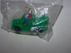 GOOFY  wind up driving car Burger King toy Toon Town new sealed toy Disney 1991