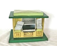 AB1492: Vintage Bub O Gauge Station News Stand/ Newspaper Kiosk