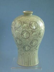 Korean Koryo Dynasty 12th to13th century birds Pattern vase