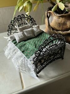 Dolls House Wrought Iron Metal Black Bedroom Bed With Green Covers 1.12