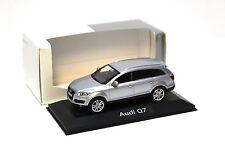 1:43 Schuco Audi Q7 silver DEALER NEW bei PREMIUM-MODELCARS