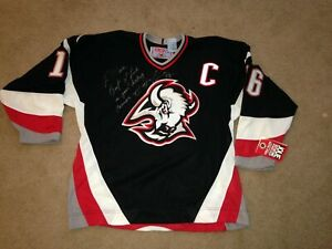Vintage CCM Buffalo Sabres Pat Lafontaine signed inscribed Jersey Large NWT