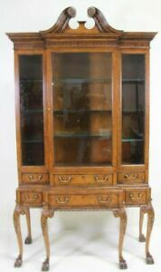 Baker Furniture Stately Homes Collection Chippendale Carved Walnut China Cabinet