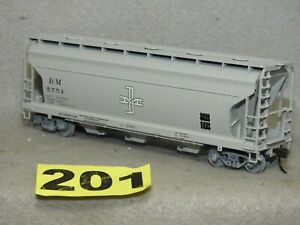 ATLAS HO SCALE BM COVERED HOPPER CAR THAT IS NEW READY TO RUN