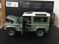 Kyosho Land Rover Defender 90 Heritage Green/White 08901GGR 4 Door Open 1:18