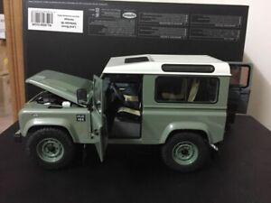 Kyosho Land Rover Defender 90 Heritage Green/White 08901GGR 4 Door Open 1:18