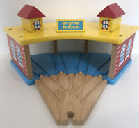 THOMAS THE TANK ENGINE & FRIENDS 4 WAY WOODEN ENGINE SHED with 1 Track piece.