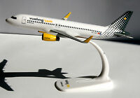 vueling Airbus A320-200 1:200 Herpa Snap-Fit 610889 Flugzeug Modell A320 NEU