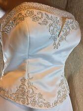PRONOVIAS~Barcelona Alcanar Wedding Dress~Beaded Floral Bodice~Strapless~Size 10