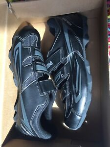 Pearl Izumi mens cycling shoes, 4 bolt, new with box, size 9