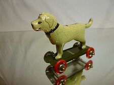 TIN TOY BLECH ST. JOHN - DOG ON WHEEL BOARD - GREEN L8.0cm - GOOD CONDITION