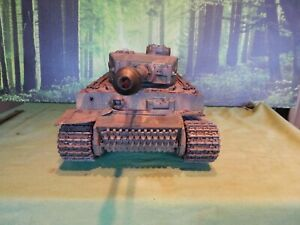 TAMIYA WW2 GERMAN TIGER 1  BEEN PAINTED AND WEATHERD 1/16 SCALE