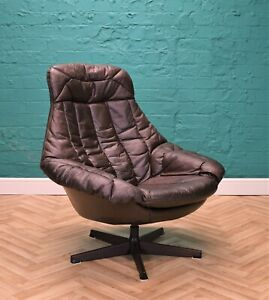 Mid Century Danish Brown Leather H.W. Klein For Bramin Swivel Lounge Chair 1970s