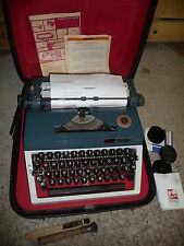 Typewriter manual DARO ERIKA  portable + black hard carry case VQ