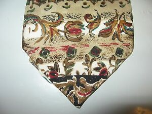 GAP TIE 56 x 3.5 Beige Red Green SILK Necktie (12976)