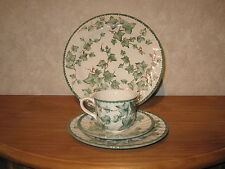 ROYAL STAFFORD *NEW* COUNTRY WINE Set 2 assiettes + 1 tasse avec soucoupe