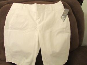 """Ladies """"daisy fuentes"""" size 16, White, Favorite Fit, Bermuda Shorts  MSRP $40"""