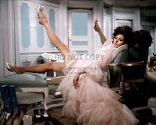 "SOPHIA LOREN IN THE FILM ""ARABESQUE"" - 8X10 PUBLICITY PHOTO (AA-642)"