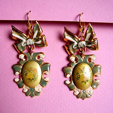 1875 / BOUCLES D'OREILLE PERCEES METAL DORE EMAILLE