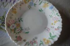"""Assiette plate en arcopal, décor """"fleurs des champs"""""""