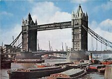 B87926 the tower bridge ship bateaux  london uk