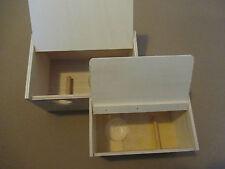 Nistkasten Sittich Holz Nistkasten mit Ei Mulde Quiko in zwei Größen