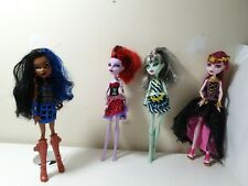 Monster high doll bundle Robecca Steam, Frankie Stein, Draculaura and Operetta