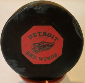 1969-71 DETROIT RED WINGS VINTAGE NHL CONVERSE OFFICIAL GAME PUCK ART ROSS USA