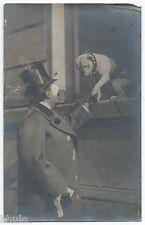 BM501 Carte Photo vintage card RPPC Homme chien dog à la fenêtre