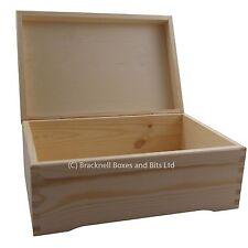 Lovely wooden memory storage box with feet DD403 wedding baby keepsake chest