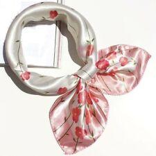 Foulard bandana carré satin 50 cm x 50 cm fleurs roses fond blanc top qualité