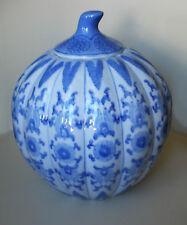 Chinesische Porzellanvase, Deckelvase, kürbisform, kobaltblau bemalt, antik