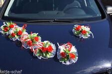 Fiori, petali e ghirlande rosso rosa per il matrimonio