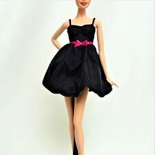 BARBIE modelo MUSE pequeño vestido negro como nuevo fuera de la manada
