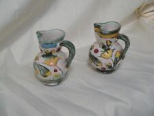 Coppia di brocche in ceramica dipinta a mano
