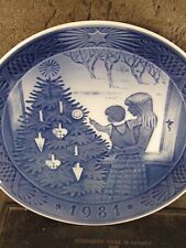 Royal Copenhagen 1981 Admiring The Christmas Tree Annual Plate