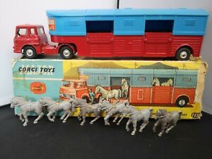 B743-CORGI MAJOR No1130 'CHIPPERFIELDS' HORSE TRANSPORTER WITH HORSES AND BOX