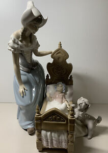 "Lladro ""Dutch Mother"" Lullaby & Goodnight 5083 Porcelain Figure Baby Crib Dog"