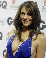 ELIZABETH HURLEY 8X10 PHOTO BUSTY IN BLUE DRESS