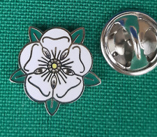 Small White rose of Yorkshire Lapel Pin badge FREE P&P