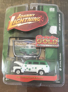 JOHNNY LIGHTNING Classic Gold Collection  - '50 Chevy Suburban St. Patricks Day
